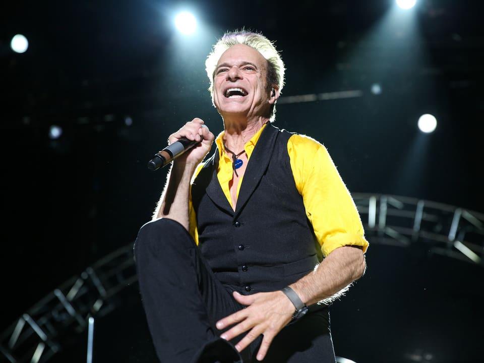 Van Halen-Sänger David Lee Roth war während seiner Zeit als Rocksänger in New Yorks Strassen im Einsatz als Notfall- Krankenhelfer (Emergency Medical Technician).