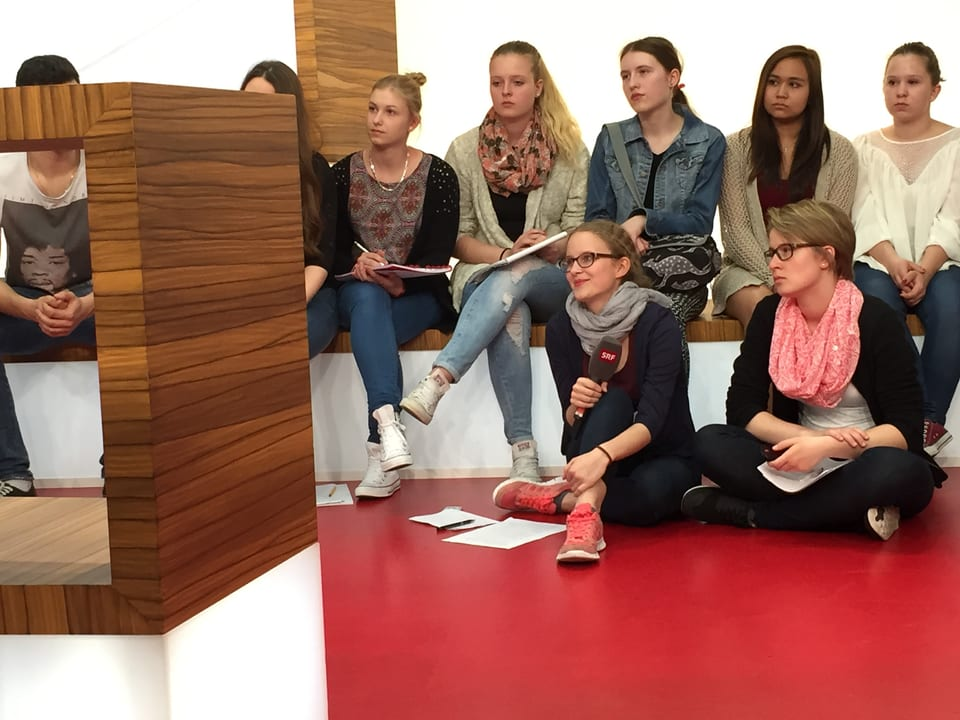 Gruppe Schülerinnen.