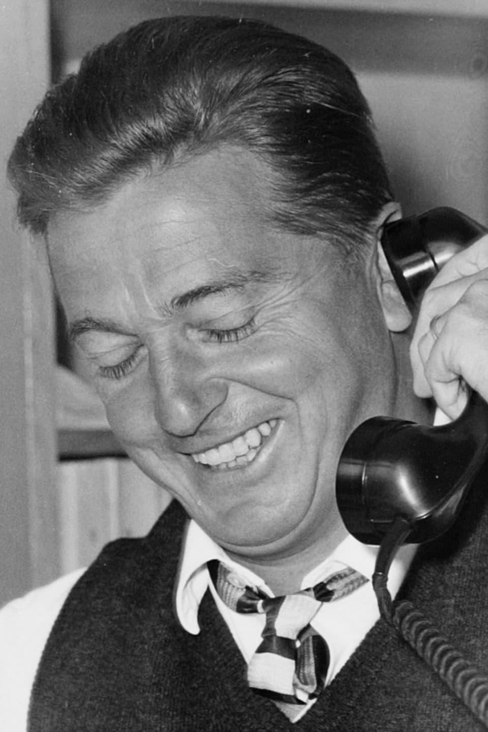 Ein lachender Sepp Renggli am Telefon.