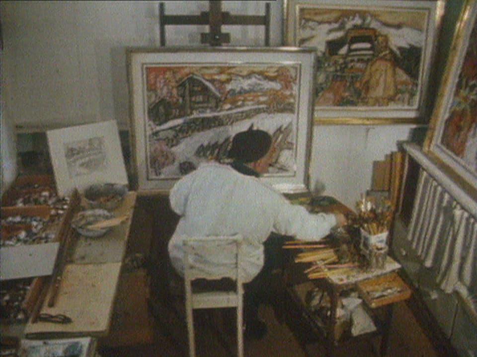 Atelier da Carigiet: L'artist en in fasa creativa.