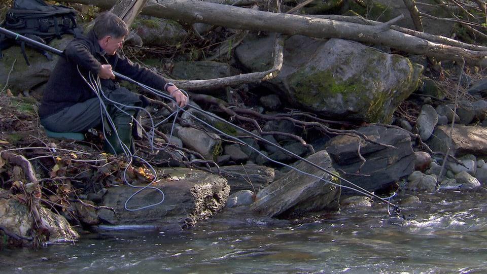 Michel Roggo hält seine Kamera ins Wasser