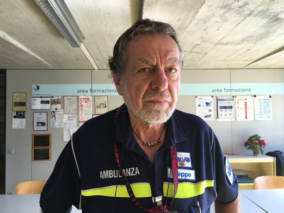 Beppe Savary, der Talarzt, in der Uniform des Notarztes, im Notfallzentrum in Locarno.