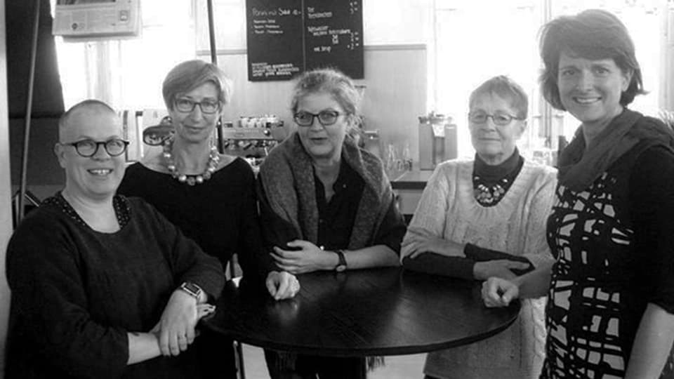 Da dretg: Cornelia Camichel Bromeis, Martha Beéry, Ina Praetorius, Gaby Belz e Nadja Schnetzler.