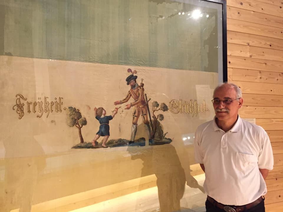 Mann vor der Trikolore der Helvetischen Republik mit Willhelm Tell, 1799.