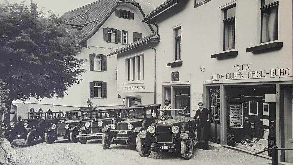 La flotta da taxis dad Oscar Denoth enturn il 1940.