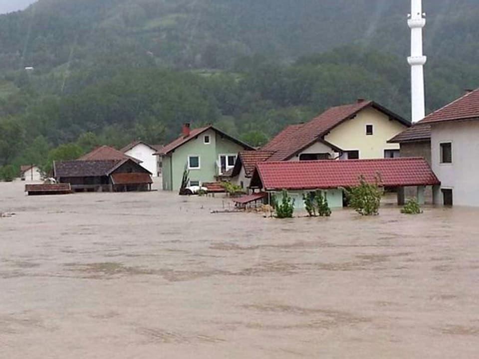 Dorf  steht unter Wassser.