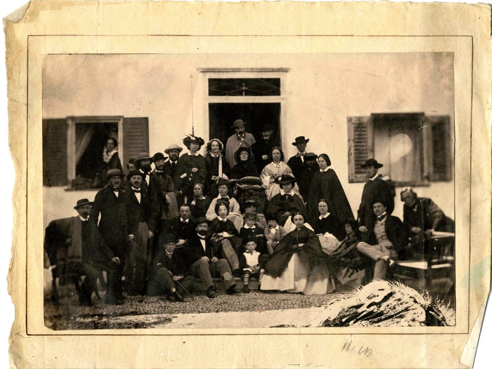 Ils giasts da l'hotel Kulm, stad 1864: davos il terz um da sanestra cuchegia Johannes Badrutt.