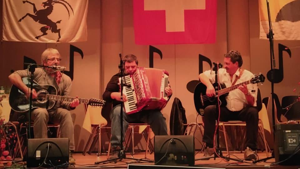 Trio che fa  musica - Paulin Nuotclà, Robert Stupan e Rico Florin.