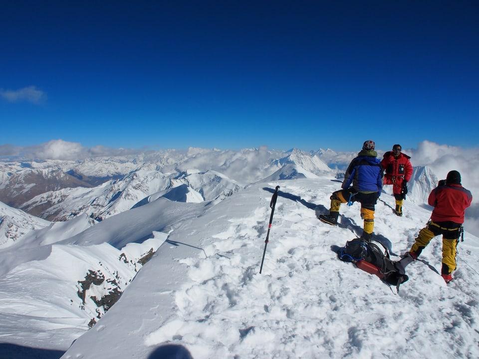 Alpinisten vor dem Gipfel.