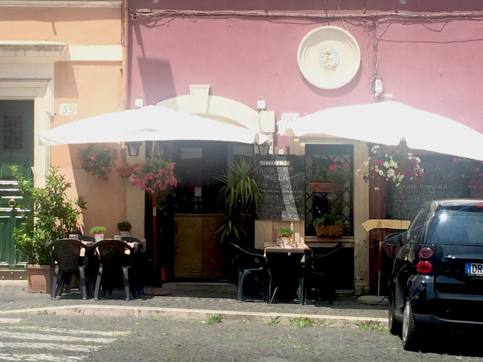 Tipica ustaria a Trastevere – sumegliantas datti tschients.