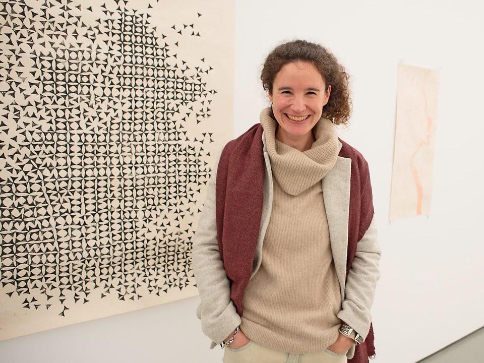 L'artista Fabrizia Famos preschenta sias ovras creadas a Cairo en la gallaria da la citad da Cuira.