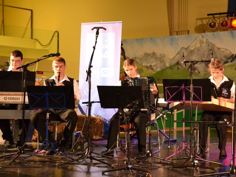Echo vom Honegg während dem Nationalen Final des Wettbewerbs «Folklorenachwuchs 2013».