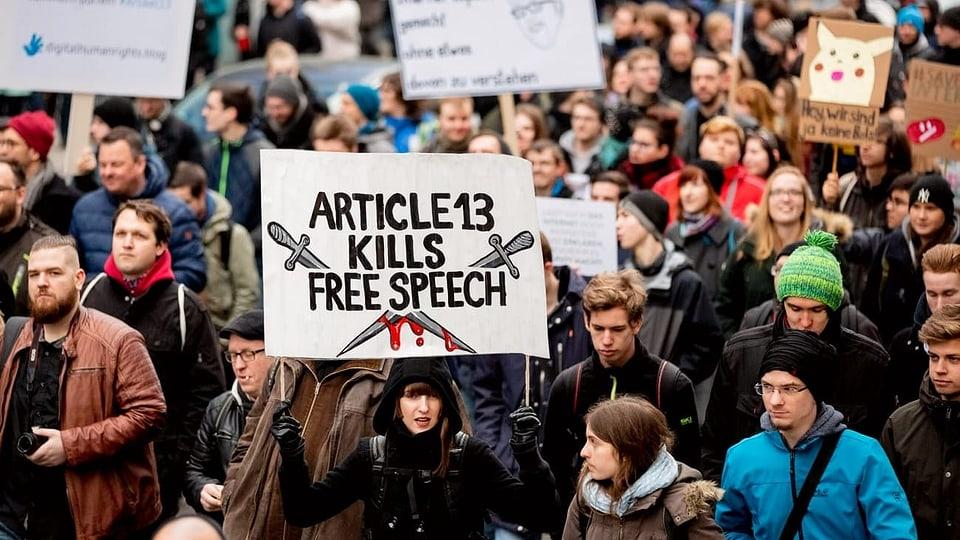 Streitpunkt Artikel 13 – EU-Urheberrecht treibt Zehntausende auf die Strassen