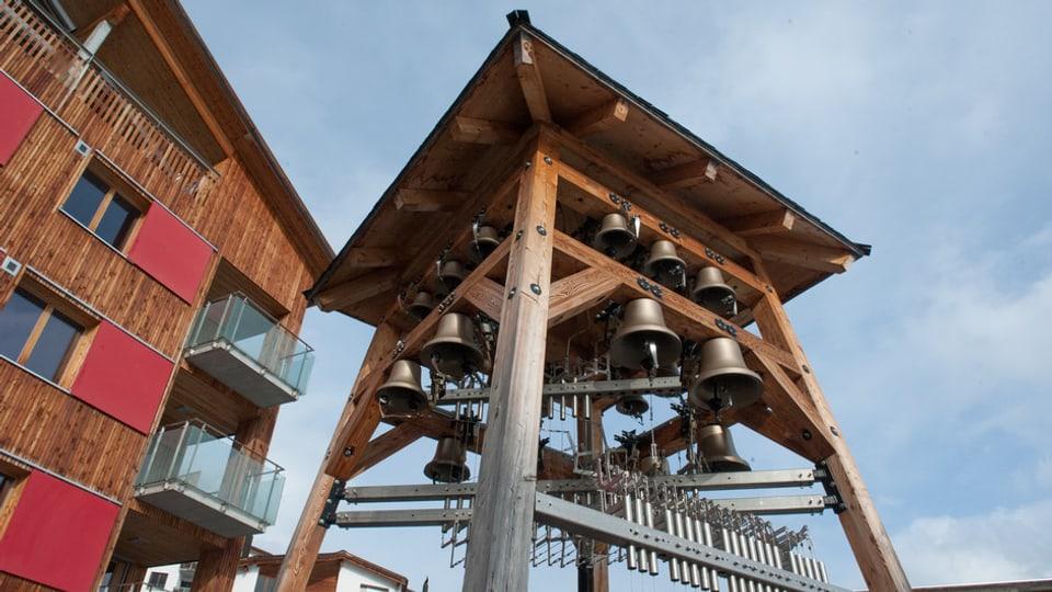 Il carillon è sin il plaz da gieus ch'è sper las chasas da vacanzas da la Reka.