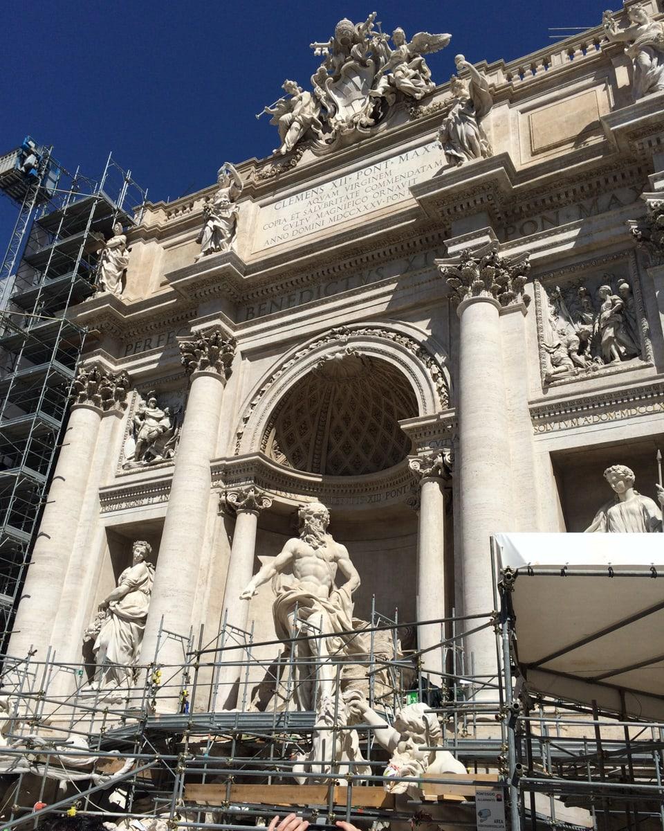 Fontada dei Trevi – il mument en restauraziun.