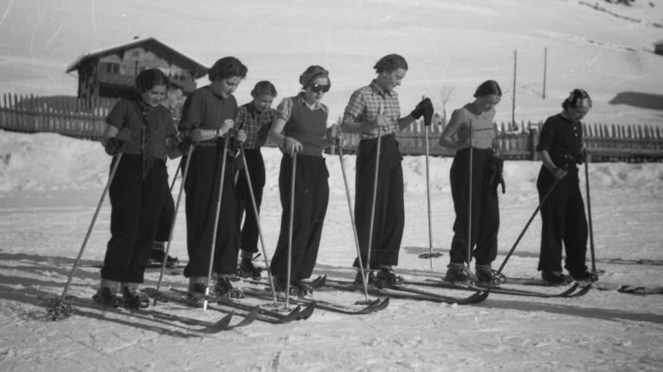 dunnas ils onns 1950 sin skis.