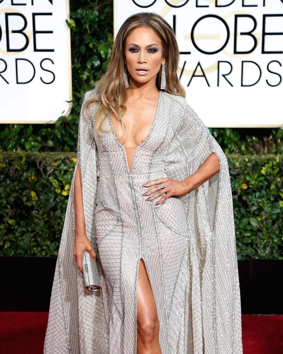 Jennifer Lopez posiert für die Fotografen.