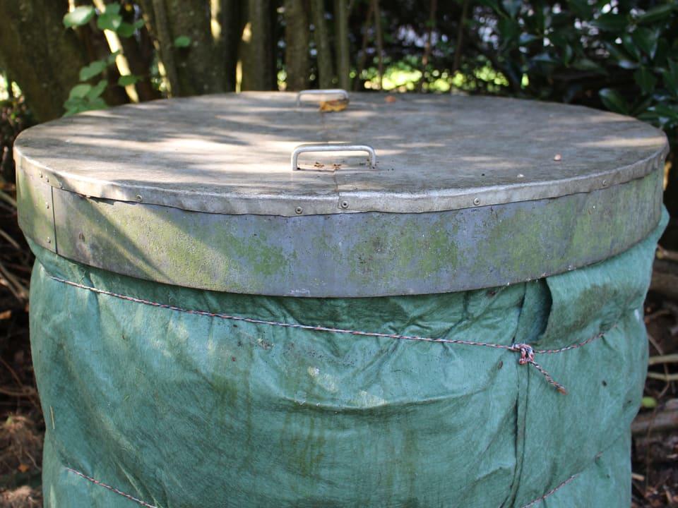 Kompostvlies schütz den Kompostbehälter