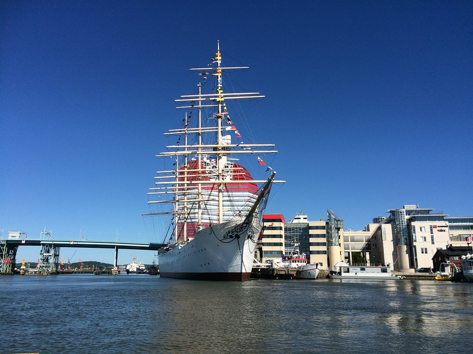 Il port da mar cun il museum maritim.