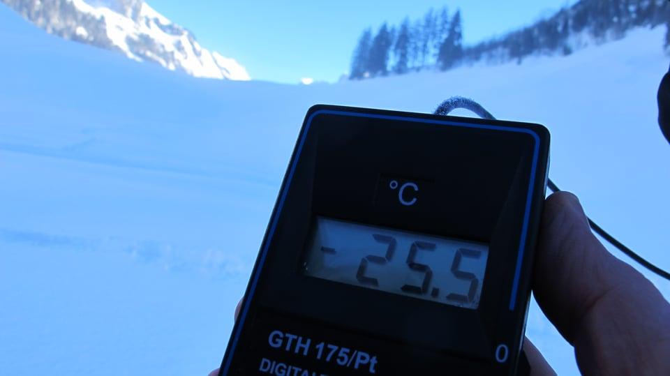 Ein Termometer zeit minus 25 Grad.