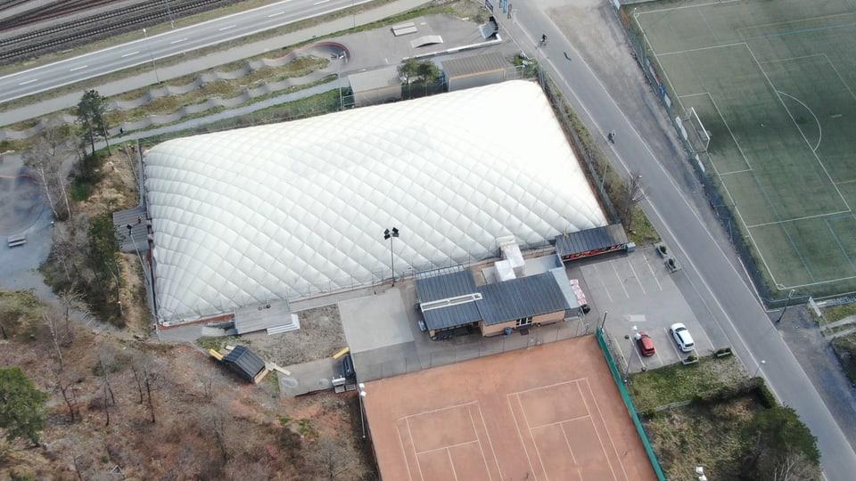 La halla provisorica dal club da tennis domat (vista da drona)