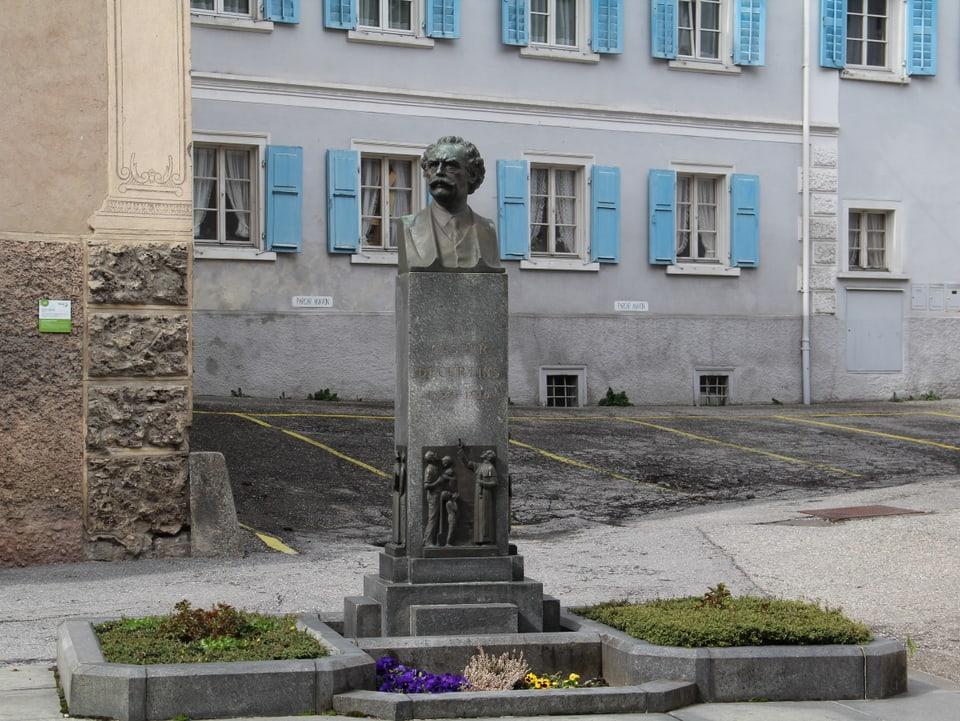 Il monument da Caspar Decurtins a Trun.