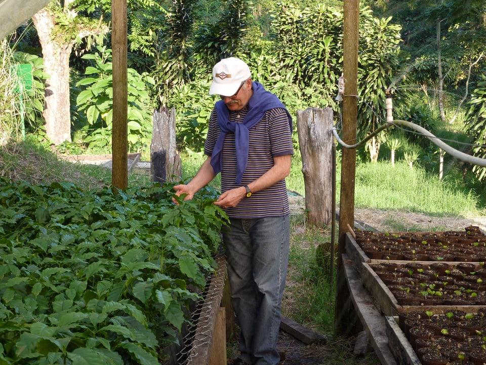 Regularmain fa Daniel Badilatti visita a ses producents da café