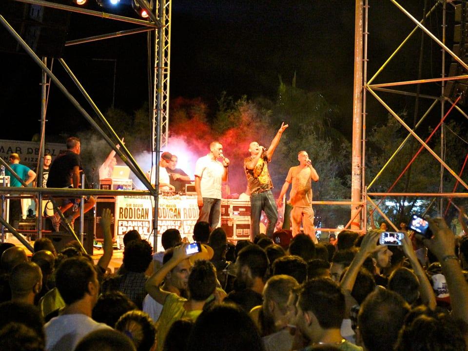 Sud Sound System live am «Casalabate Music Festival» vom 3. August 2013. Die Lokalmatadoren rocken die grösste Reggae Party Italiens.