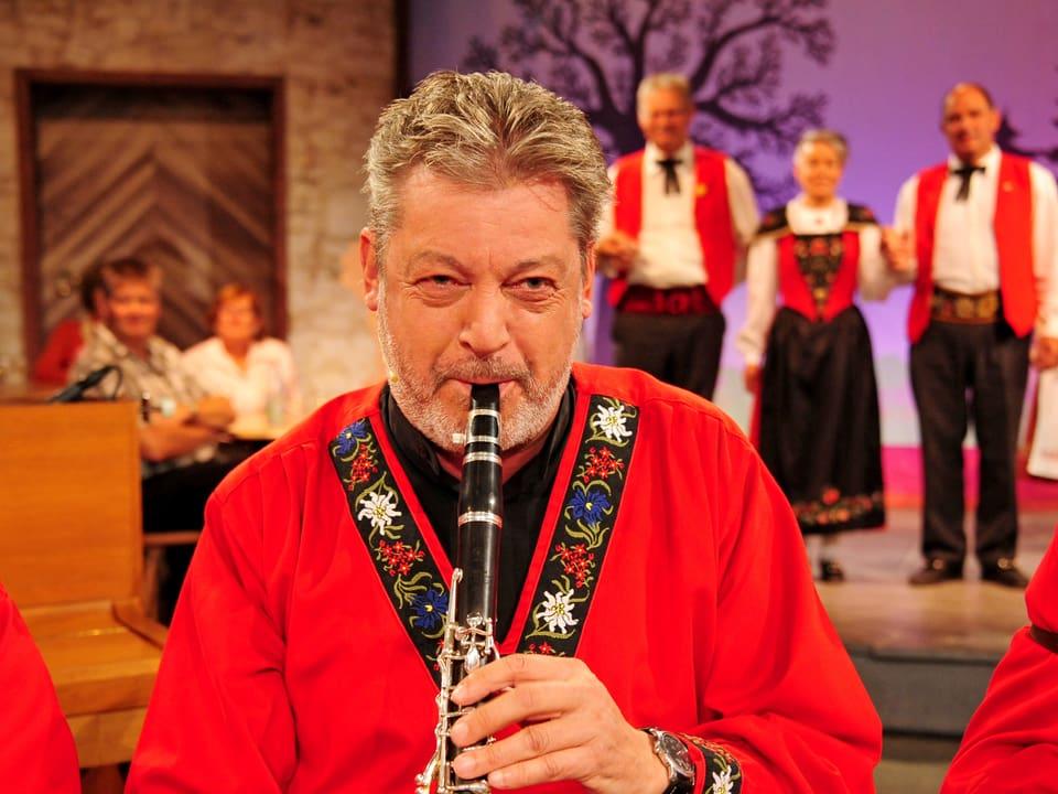 Grossaufnahme Bruno Brodt an der Klarinette.