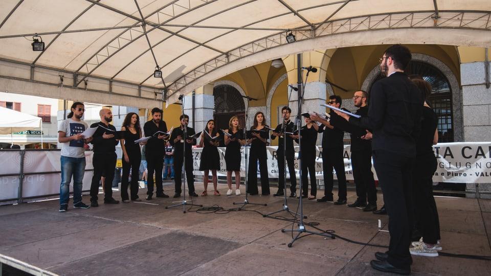 Coro UT sin la Piazza Bertacchi.