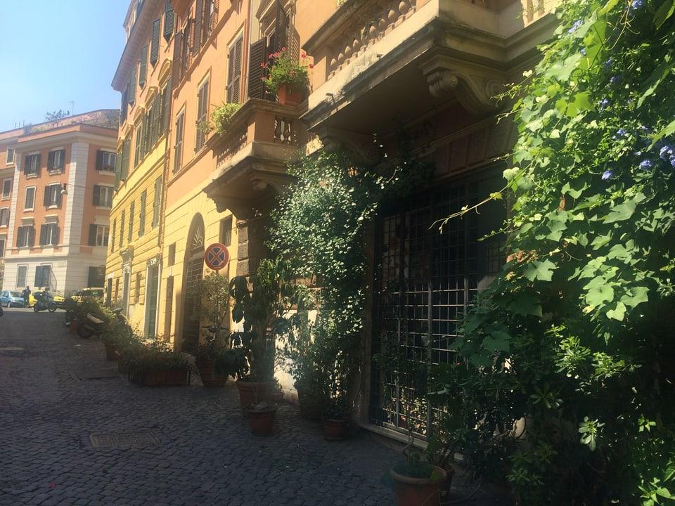Roma – bleras vias suladas, bleras fluras, colurs tipicas e sulegl tut il di. Il zercladur fai chaud a Roma