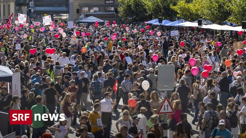 Protest gegen Corona-Politik - Massnahmen-Gegner demonstrieren in Winterthur