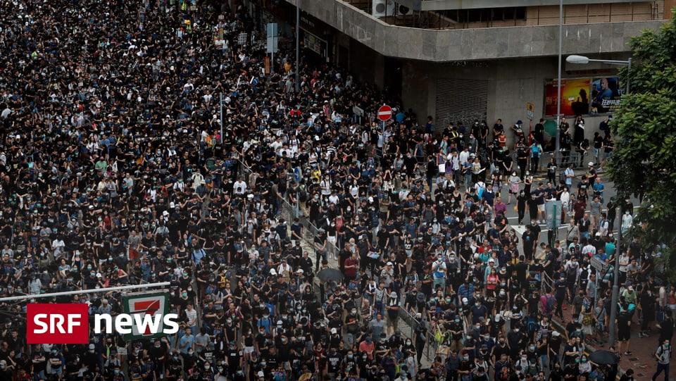 Auch Behördenmitarbeiter dabei – Tausende Hongkonger demonstrieren wieder gegen die Regierung