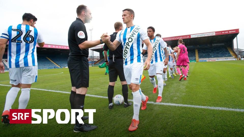 Sponsor beweist Humor - Huddersfields Riesenlogo war nur ein PR-Gag