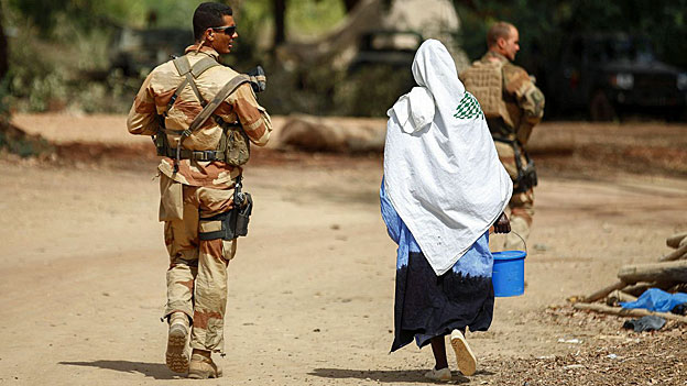 Seit vor einem Jahr im Norden Malis die Islamisten herrschen, sind Tausende aus ihren Dörfern und Städten vertrieben worden, zahlreiche Familien wurden auseinandergerissen.
