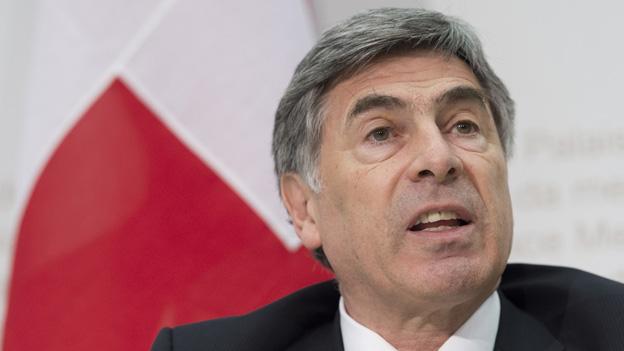 Christoph Eymann, Präsident der kantonalen Erziehungsdirektoren, warnt vor der Sparwut im Bildungsbereich.
