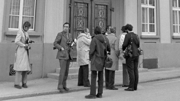War trägt die Verantwortung? Pressefotografen während dem Prozess in Visp 1972.