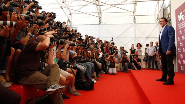 Bitte lächeln! Nicolas Cage auf dem Roten Teppich in Venedig.