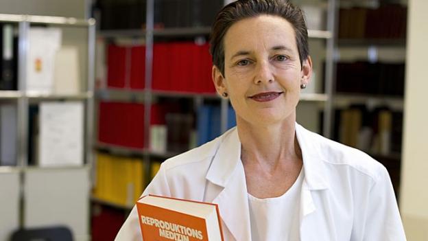 Privatdozentin für Gynäkologie und Geburtshilfe an der Universität Basel: PD Dr. Sibil Tschudin
