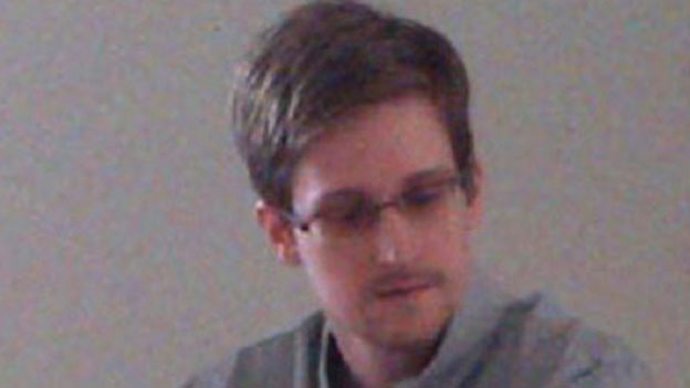 Snowden sitzt in Moskau fest
