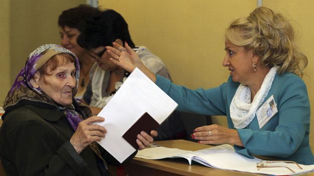 Moskauerin bei der Stimmabgabe