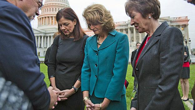 Beten mit republikanischen Senatsmitgliedern vor dem Kapitol in Washington D.C., am 16. Oktober 2013.