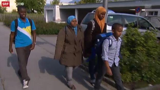 Die somalischen Mädchen auf dem Schulweg