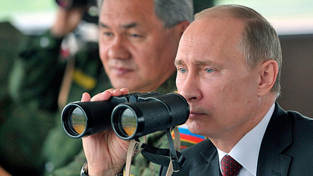 Auch in den östlichen EU-Ländern wächst die Angst vor dem mächtigen und unberechenbaren Nachbarn Russland. Bild: Der russische Präsident Putin mit seinem Verteidigungsminister.