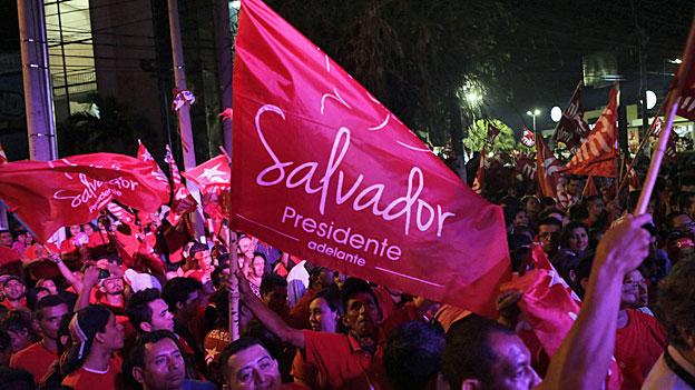 Die FMLN-AnhängerInnen haben zu früh zu feiern begonnen. Die Stimmen werden nachgezählt.