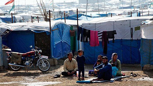 Im Sommer kamen so viele Flüchtlinge über die Grenze im Nordosten Syriens,  dass die Hilfsorganisationen im nordirakischen Kurdengebiet mehrere neue Flüchtlingslager errichtet haben.