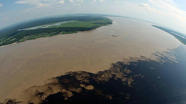 Luftaufnahme Amazonasgebiet in der Nähe von Manaus. Die Natur am Amazonas ist so etwas wie eine Urwaldapotheke -  eine Einladung an die Wissenschaft.