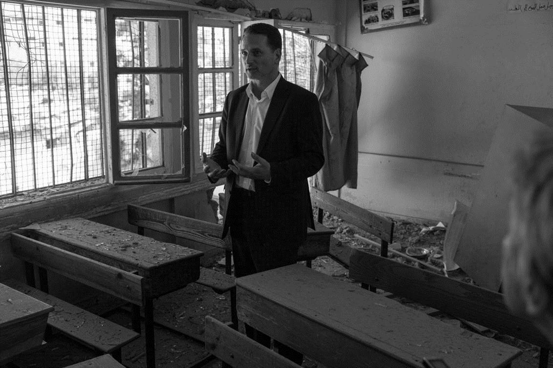 Der UNRWA-Chef in einer zerstörten Schule in Gaza