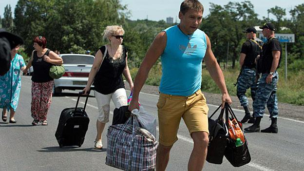 Immer mehr Menschen versuchen aus der Region um Donezk zu flüchten.
