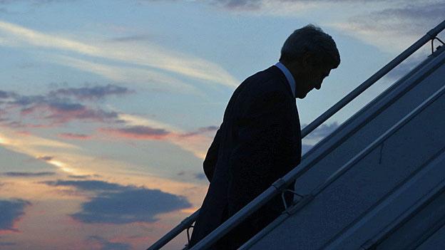 John Kerry bemüht sich um eine «humanitäre Waffenruhe». Die Erfolgsaussichten sind gering, und Kerry steht massiv in der Kritik.
